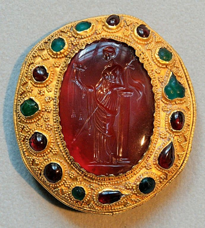 Carnelian intaglio (semi-precious gemstone). Deptics a Ptolemaic queen holding a sceptre.