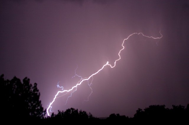 Thunderbolt / Symbol of the Sky Father.